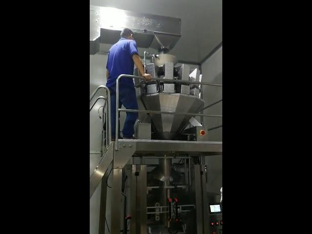 चीन स्वयंचलित अन्न स्नॅक्स साखर कॅन्डी पावडर बीट्स पाउडर वर्टिकल पॅकिंग मशीन